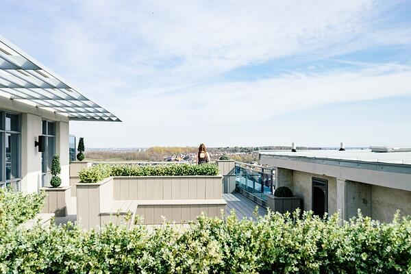 How Do Blue Roofs Help the Environment? | Blue roofs are better than nothing, but green roofs or hybrid systems are better than both.